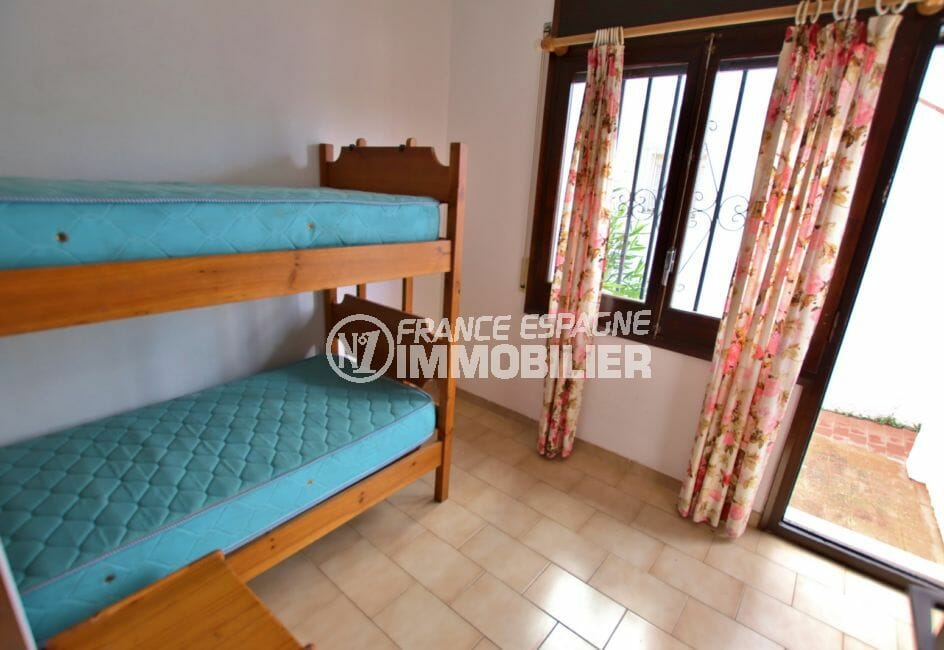 maison a vendre a empuriabrava, villa 65 m², chambre avec lits superposés enfants