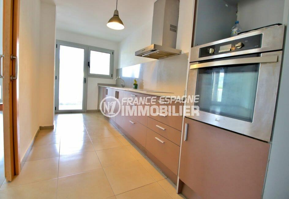 achat appartement rosas, parking, cuisine indépendante équipée avec arrière cuisine
