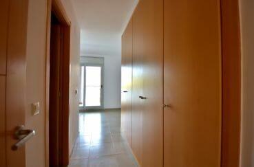 agence immobilière costa brava, appartement 108 m², hall d'entréeavec armoires/penderies encastrées