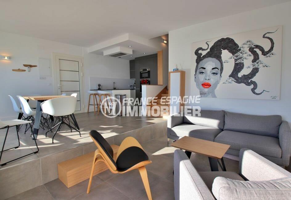appartement a vendre a rosas, patio intérieur, salon / séjour avec cuisine ouverte
