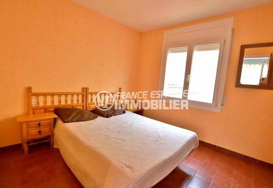 vente empuriabrava: appartement 46 m², chambre à coucher, fenetre avec volet roulant