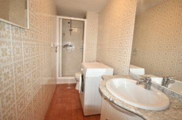 acheter appartement rosas: salle d'eau avec douche, wc, machine à laver
