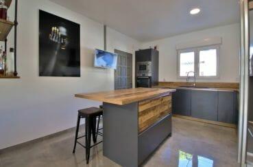 maison a vendre a rosas: villa 140 m² sur terrain de 407 m², cuisine américaine meublée et équipée