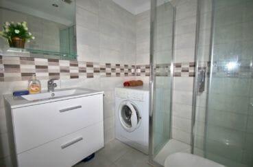 vente empuriabrava: 2 pièces rénové 37 m², salle d'eau avec douche et wc