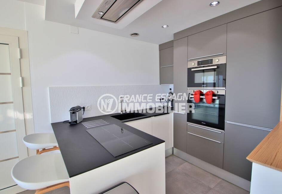 appartement à vendre à rosas espagne, garage, cuisine équipée et fonctionnelle