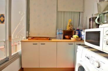 acheter appartement rosas, secteur prisé, cuisine avec ouverture sur la terrasse