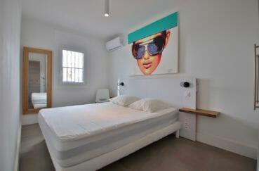 acheter appartement rosas, garage, première chambre lumineuse avec lit double