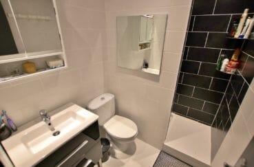agence empuriabrava: appartement atico 4 pièces, salle d'eau, douche et wc