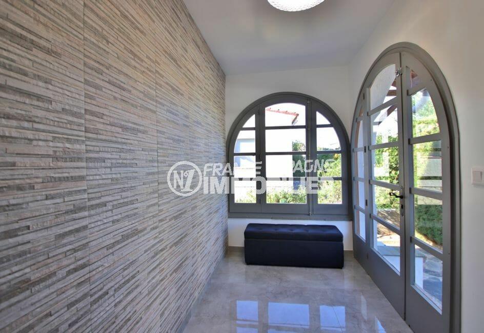 roses espagne: villa 140 m², terrasse solarium avec aperçu mer, 4 faces exposition sud