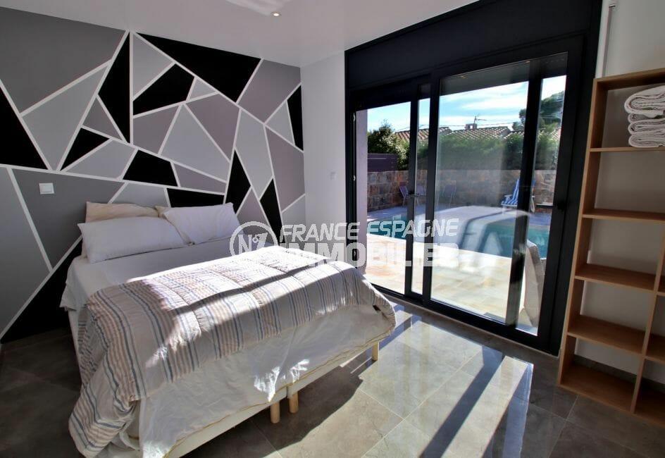 vente maison rosas espagne:  villa 140 m² sur terrain de 407 m², suite parentale, porte fenêtre accès piscine