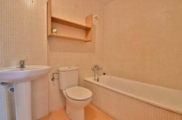 appartement à vendre à rosas 108 m², 2° salle de bain avec baignoire et wc