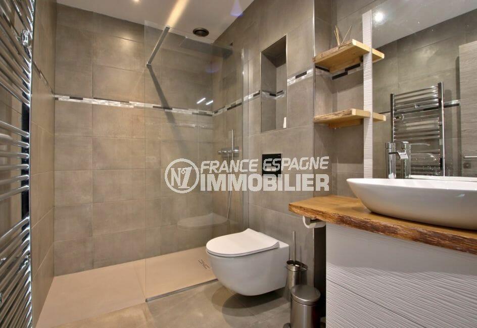vente immobilier rosas espagne: appartement 79 m², salle d'eau douche à l'italienne, vasque et wc