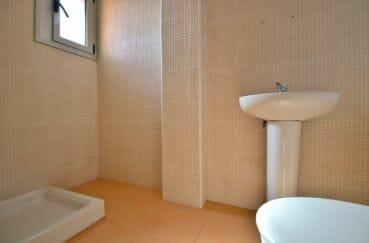 immo center rosas: appartement 208 m², salle d'eau avec douche, lavabo et wc