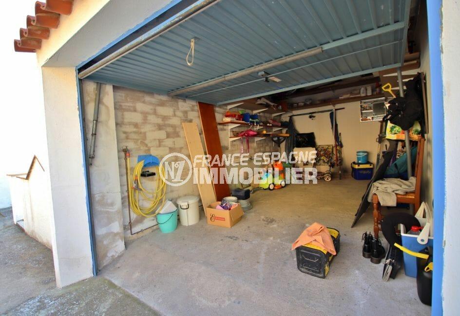 immo center rosas: appartement 67 m², aperçu du garage avec rangements