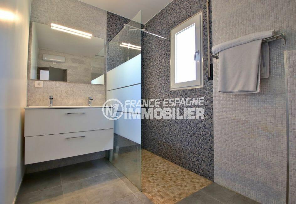 maison a vendre espagne rosas: villa 140 m², salle d'eau avec douche italienne et wc