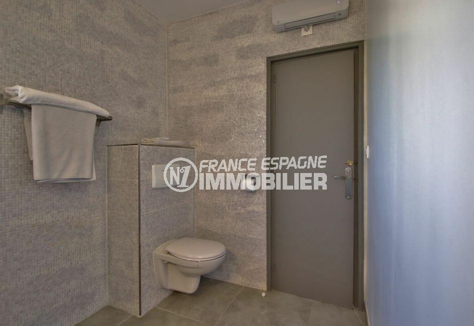 agence immobiliere costa brava espagne: villa 140 m² entièrement rénovée, wc séparé