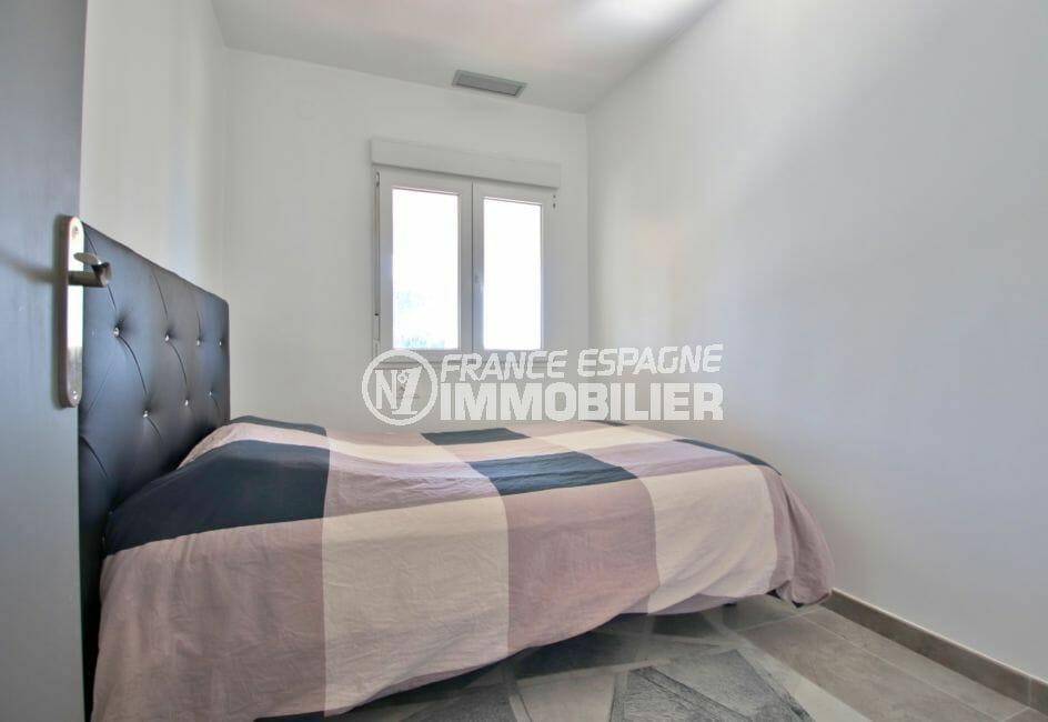 immo center rosas: villa 140 m² rénovée, chambre double, exposition sud