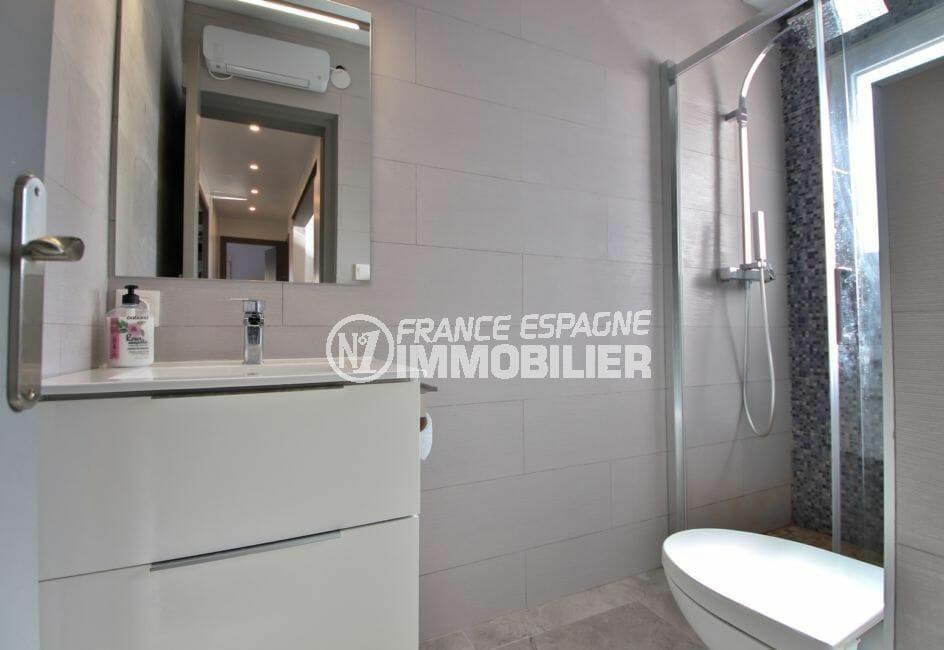 acheter maison costa brava: villa 140 m², salle d'eau avec douche italienne et wc