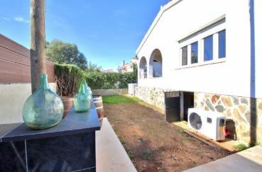 immocenter roses: villa 107 m², garage + parking cour intérieur
