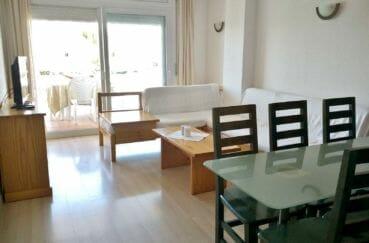 immo roses: appartement 67 m², salon/séjour avec terrasse vue marina