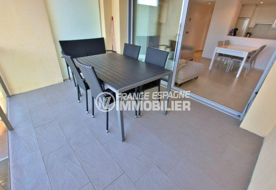 vente appartement rosas: terrasse de 11 m² avec vue sur canal, exposition sud