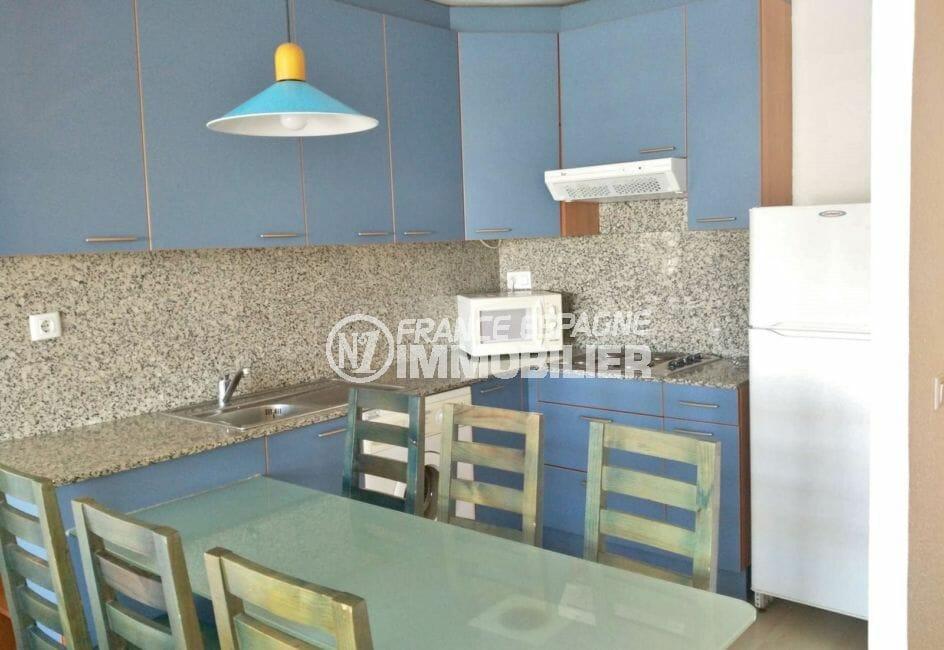 agence immobilière costa brava: appartement 67 m², cuisine aménagée, nombreux rangements