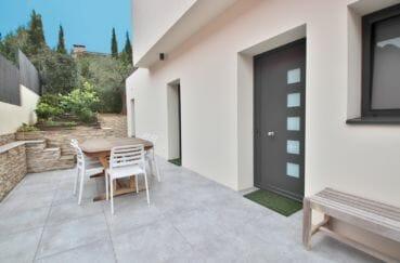 immo roses: villa 215 m², terrain de 418 m² avec terrasse aménagée et arborée