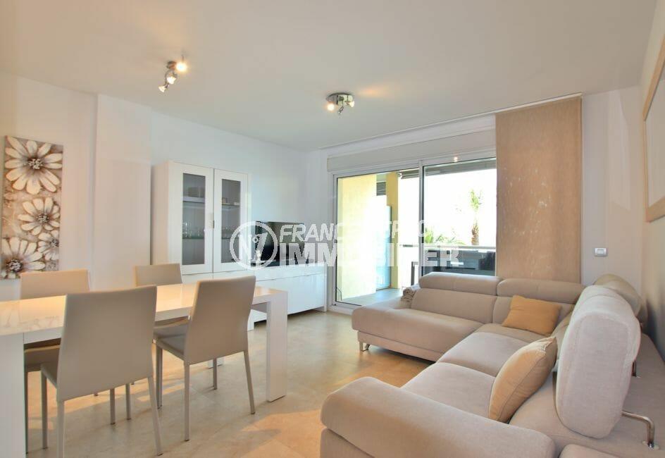 vente appartement roses espagne, 87 m², salon/salle à manger avec terrasse de 11 m²