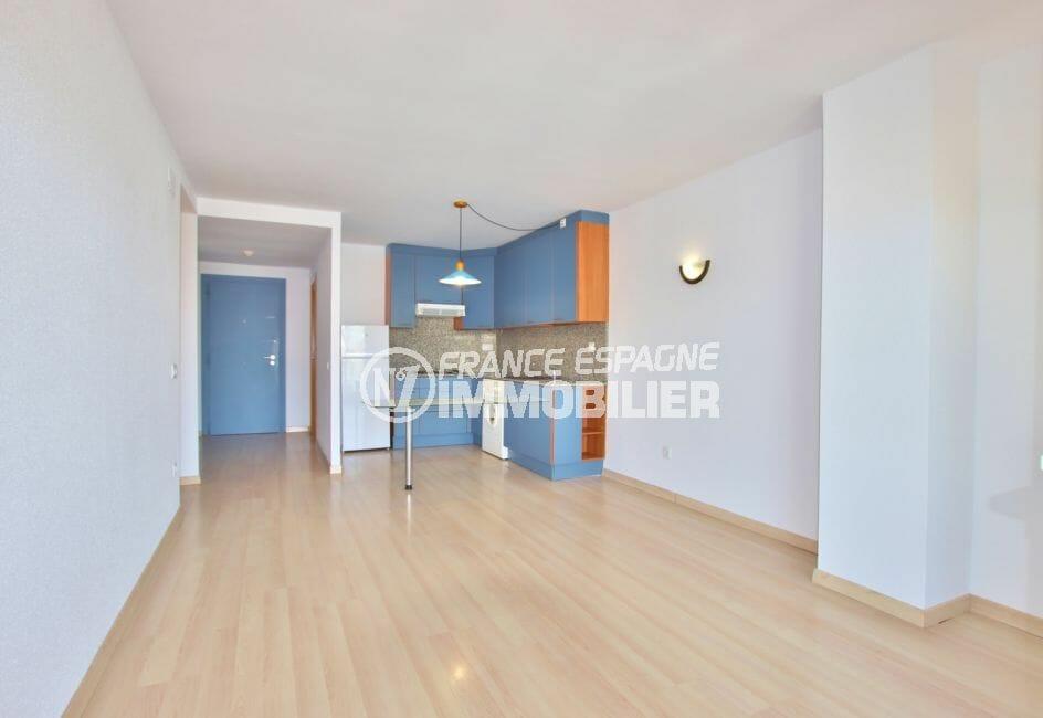achat appartement rosas, 67 m² avec piscine communautaire, cuisine américaine sur séjour