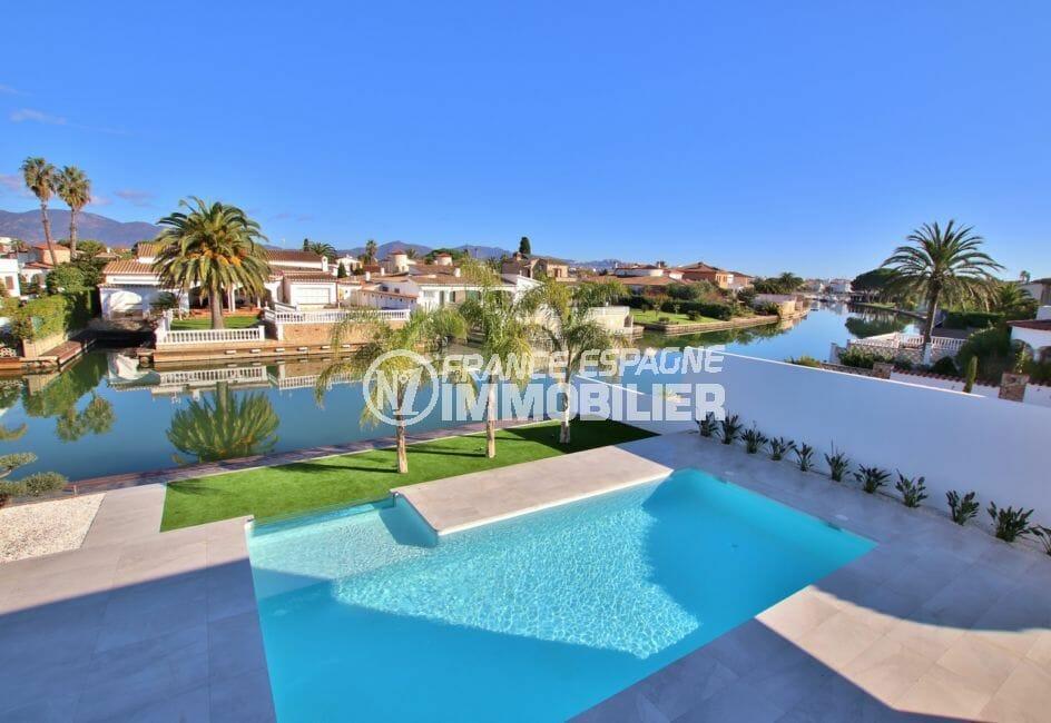 agences immobilières empuriabrava: villa 334 m², piscine avec vue canal