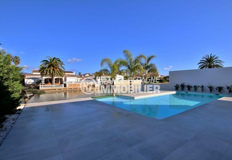 agence immobiliere empuriabrava: villa 334 m², piscine au clore, possiblité au sel