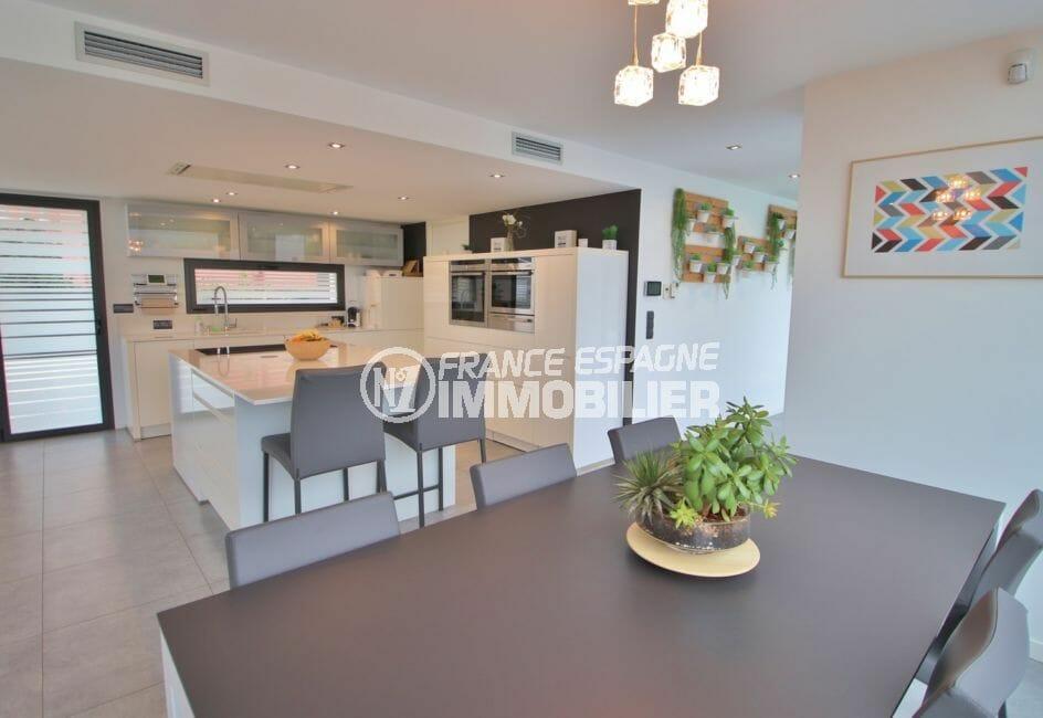 maison a vendre espagne catalogne: 215 m², cuisine américaine avec îlot centrale