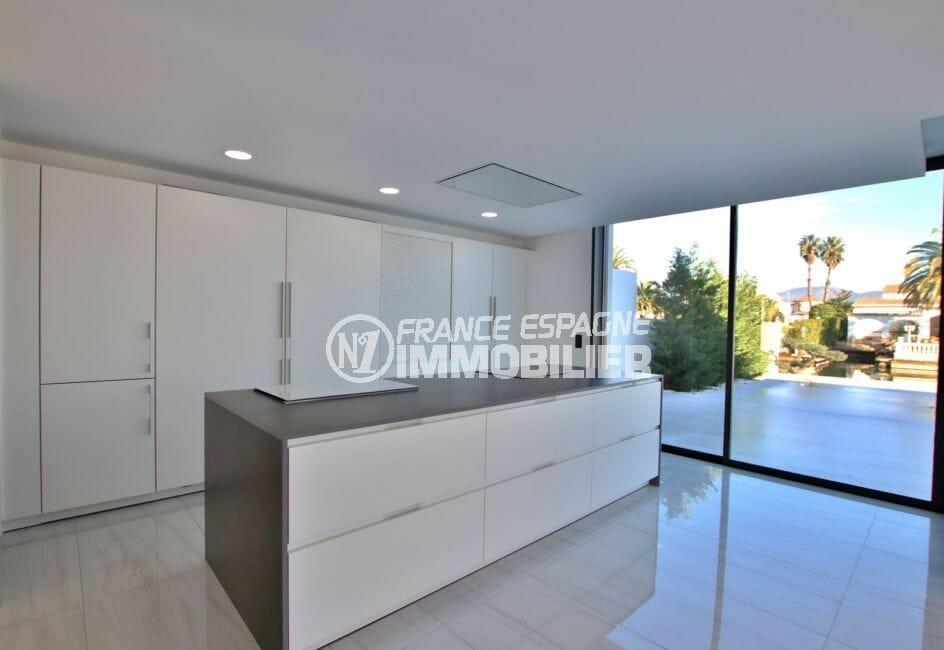 maison empuriabrava: magnifique villa 334 m², cuisine américaine aménagée