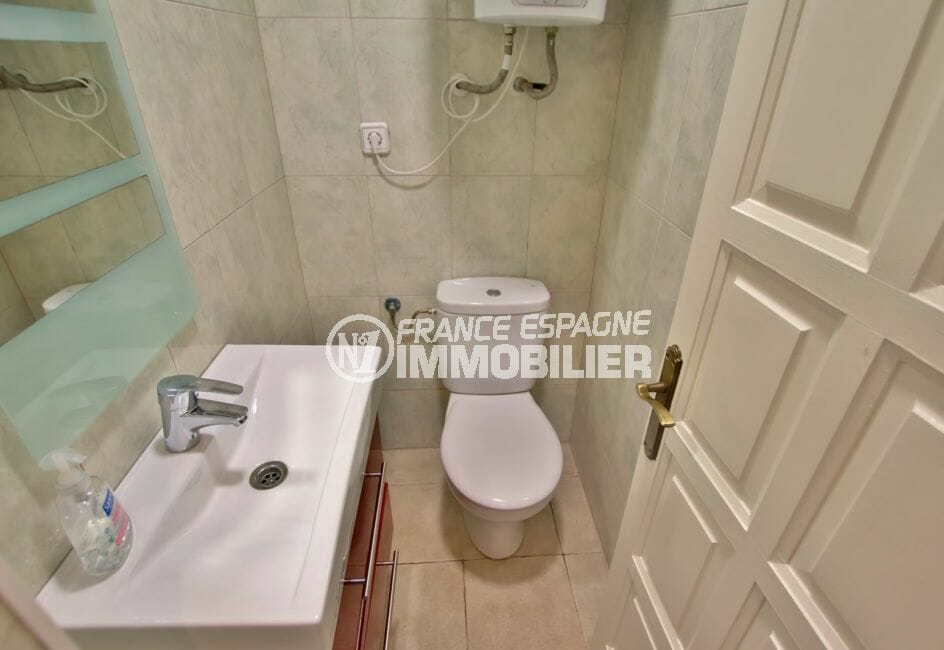 appartement empuria brava: appartement 58 m², wc avec lavabo et wc