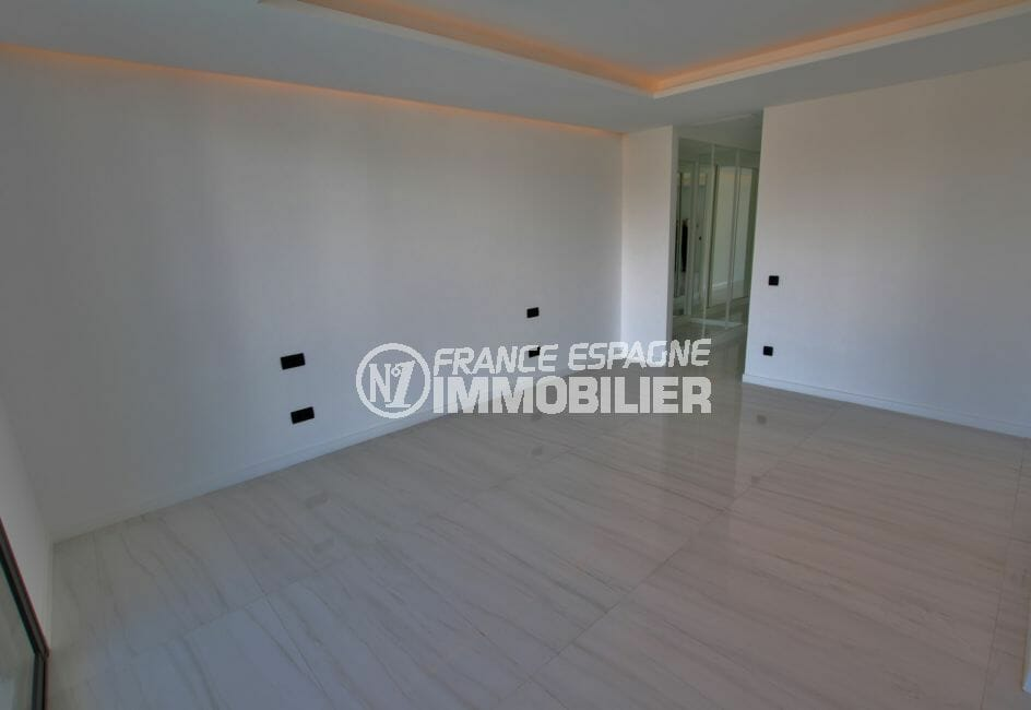 agence immobiliere costa brava: villa 334 m², suite parentale avec grand dressing