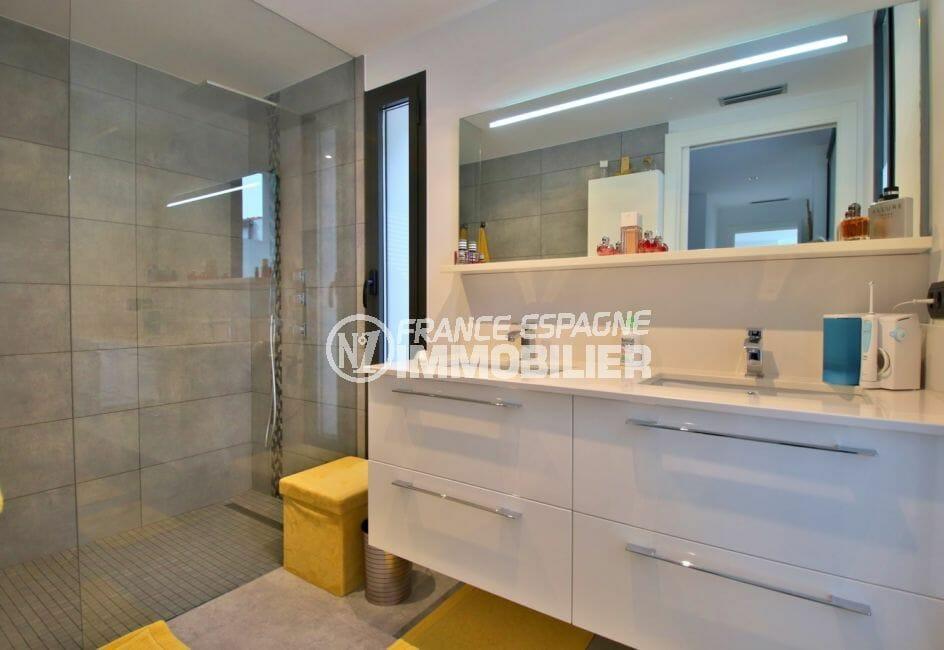 maison a vendre espagne rosas, 215 m², salle d'eau adjacente à la suite parentale