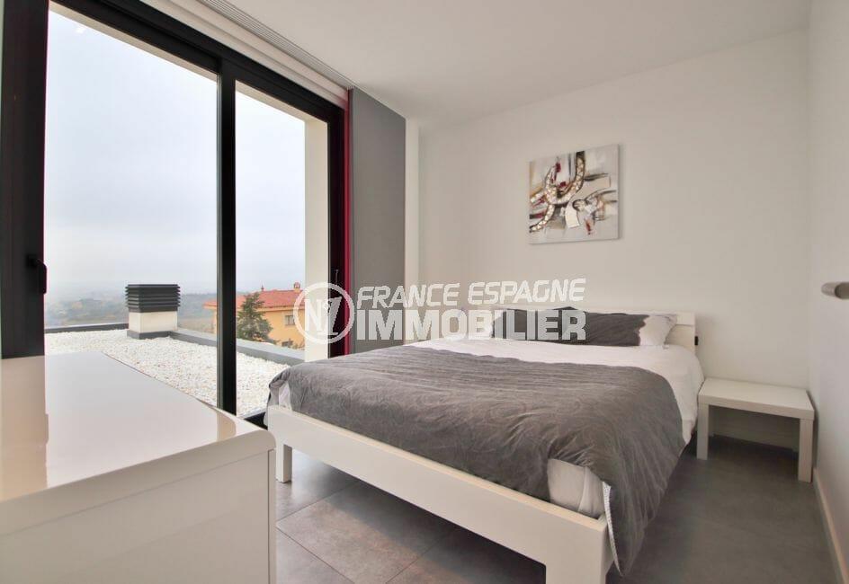 immo center roses: villa contemporaine, première chambre avec lit double accès terrasse