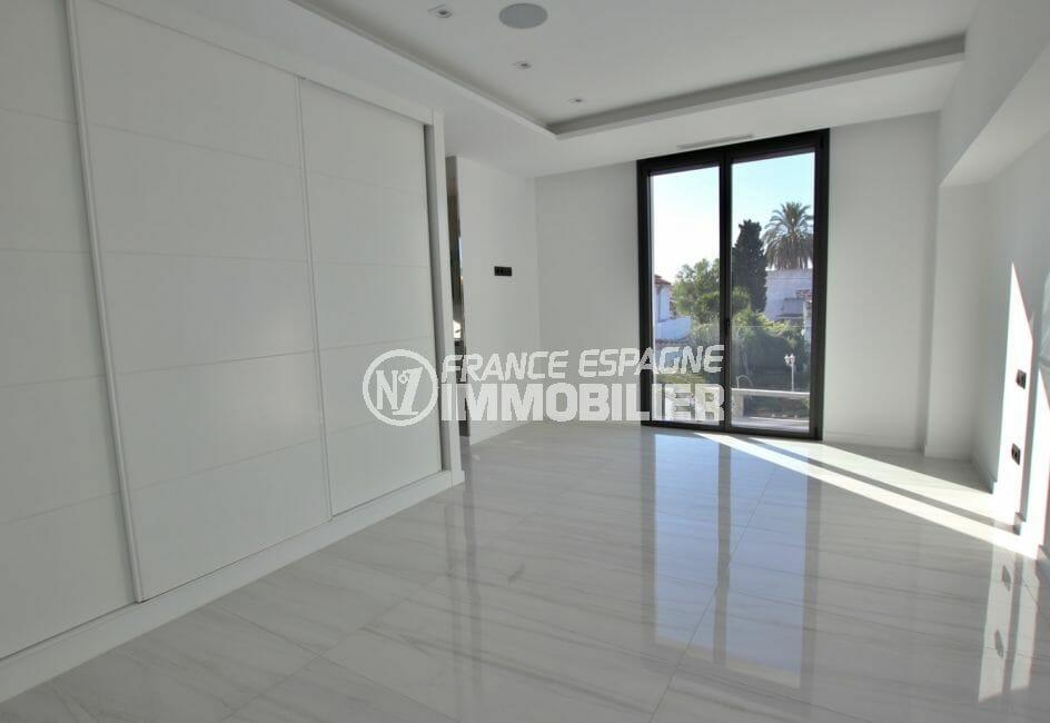 vente empuriabrava: magnifique villa 334 m², hall d'entrée lumineux
