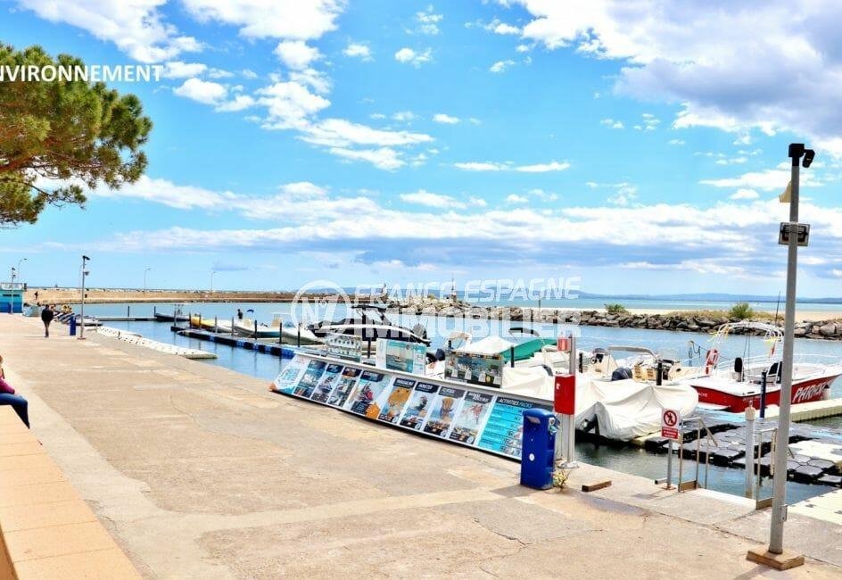 promenade le long du canal de rosas avec ses magnifiques bateaux, possibilité amarre
