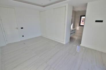 agence empuriabrava: villa 334 m², suite parentale avec salle de bain et wc, dressing