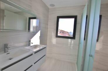 maison a vendre espagne: villa 334 m², salle d'eau dans suite parentale