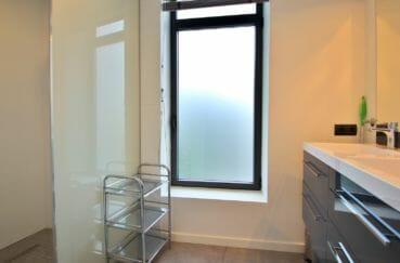 achat maison costa brava, normes handicapées, salle d'eau avec douche