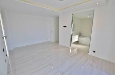 maison à vendre à empuriabrava: villa 334 m², suite parentale lumineuse, dressing