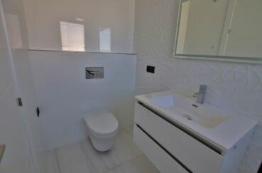 acheter maison costa brava: salle d'eau avec wc dans la suite parentale