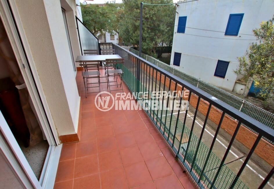 terrasse appartement roses, plage 100 m, 5 pièces 62 m², terrasse,  parking privé communautaire