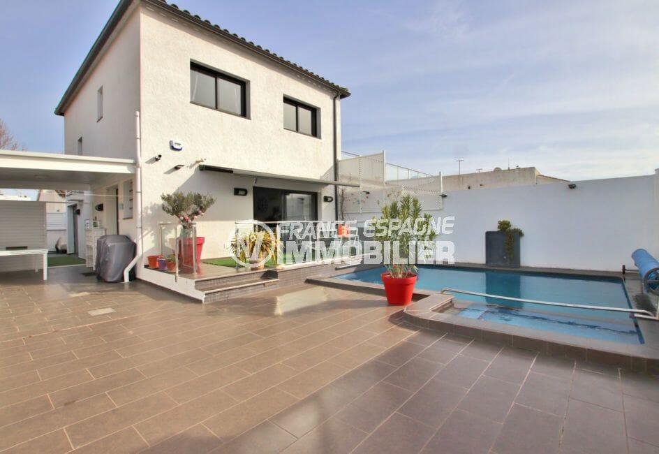 maison empuriabrava, secteur prisé, piscine chauffée au chlore terrain de 230 m²