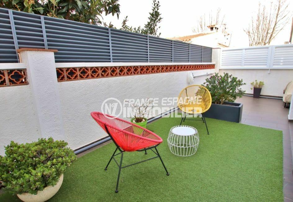 vente maison empuriabrava, parking cour, terrasse cosi cour intérieure