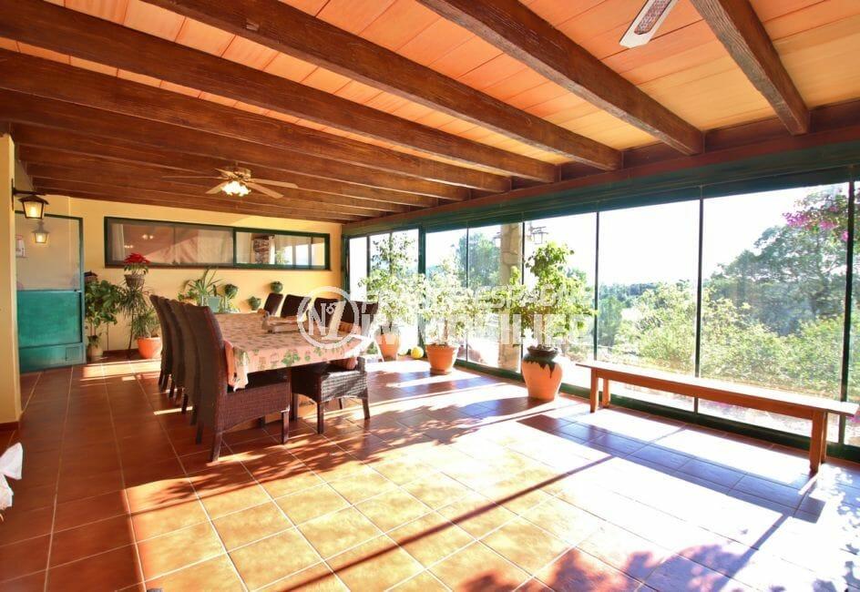 maison a vendre espagne costa brava, villa 280 m², véranda avec magnifique vue sur la propriété