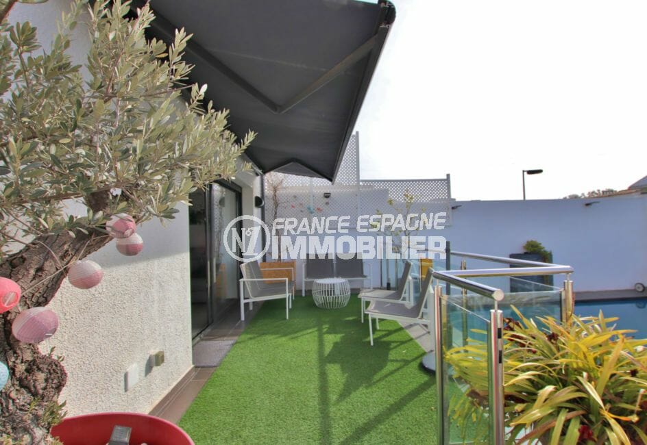 agence immobiliere costa brava: villa 171 m², terrasse espace détente accès salon et piscine
