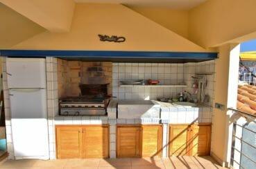 immo empuria: villa 282 m², cuisine d'été aménagée et équipée